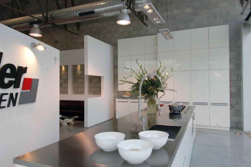אדריכלות מודרנית, אדריכלים בשרון